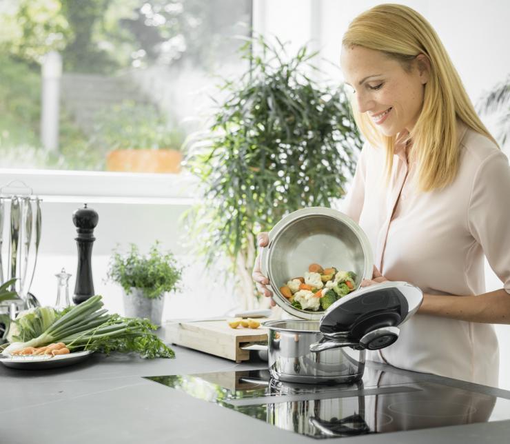 Cuocere le verdure senza aggiunta di acqua: come fare e quali sono i reali benefici