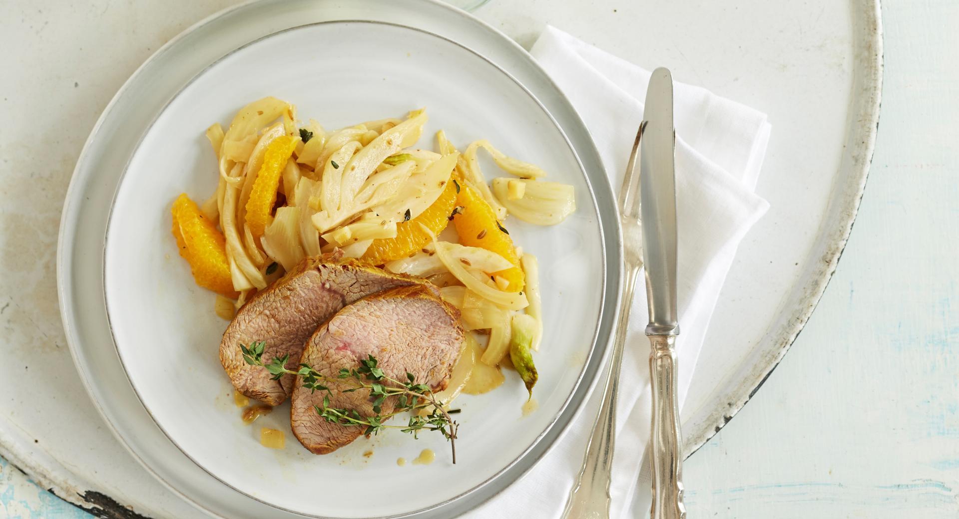 Filetto di maiale su insalatina calda di arance e finocchi
