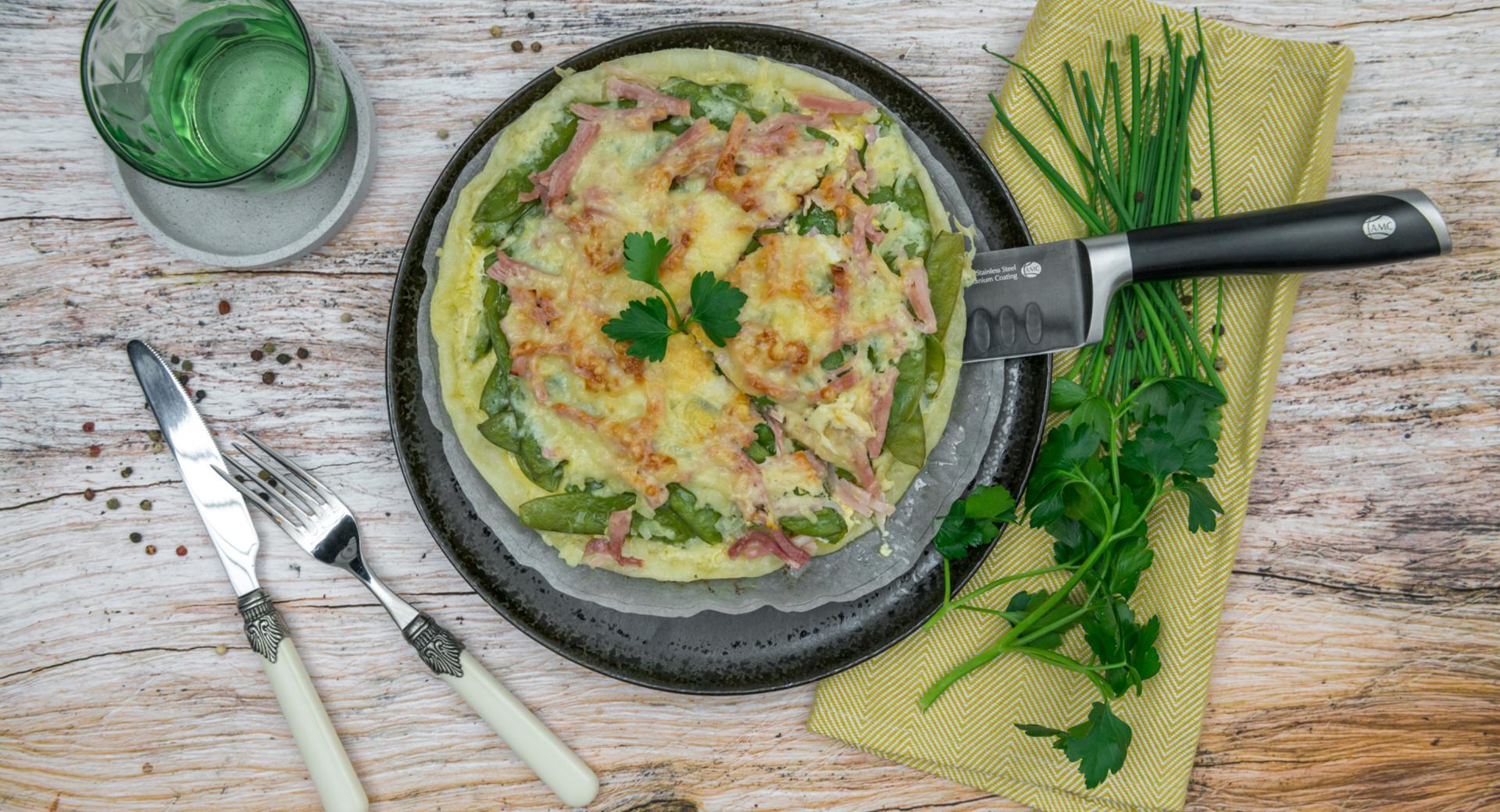 Torta salata di taccole e prosciutto