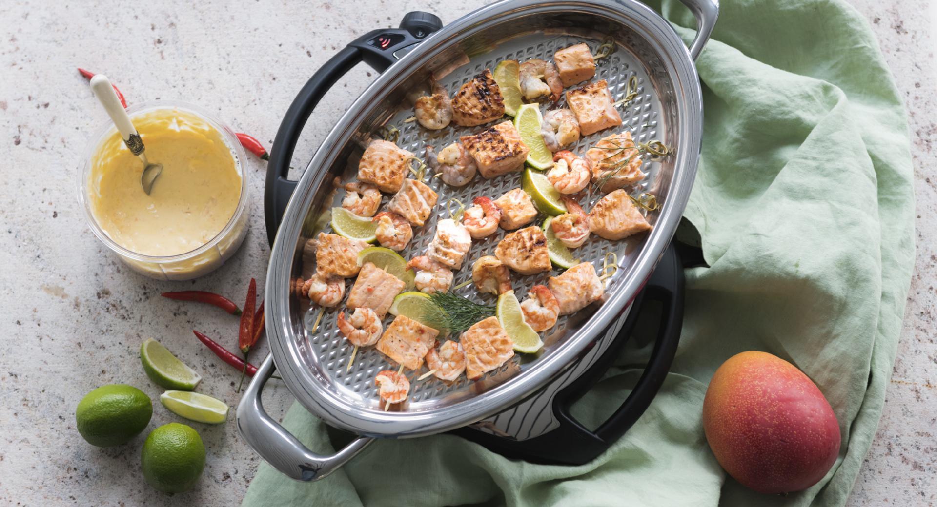 Spiedini di salmone e gamberi in marinata al lime