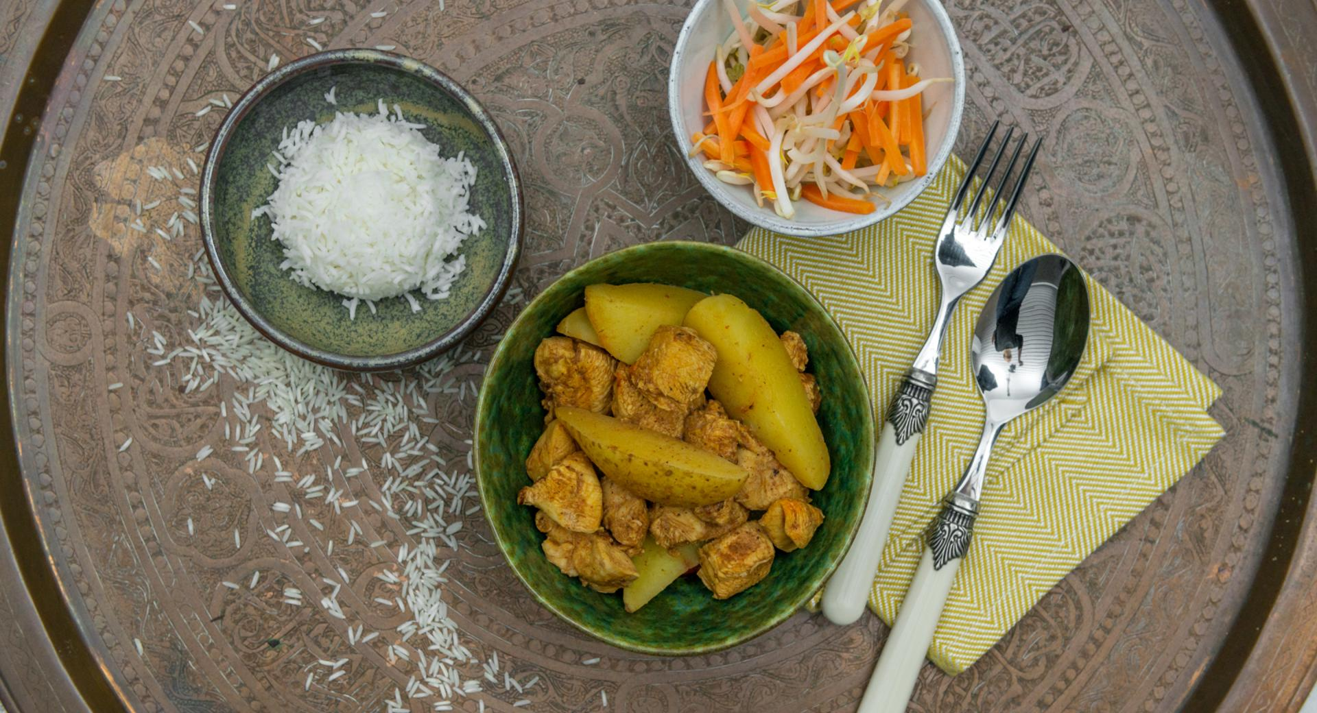 Pollo e patate al curry con riso
