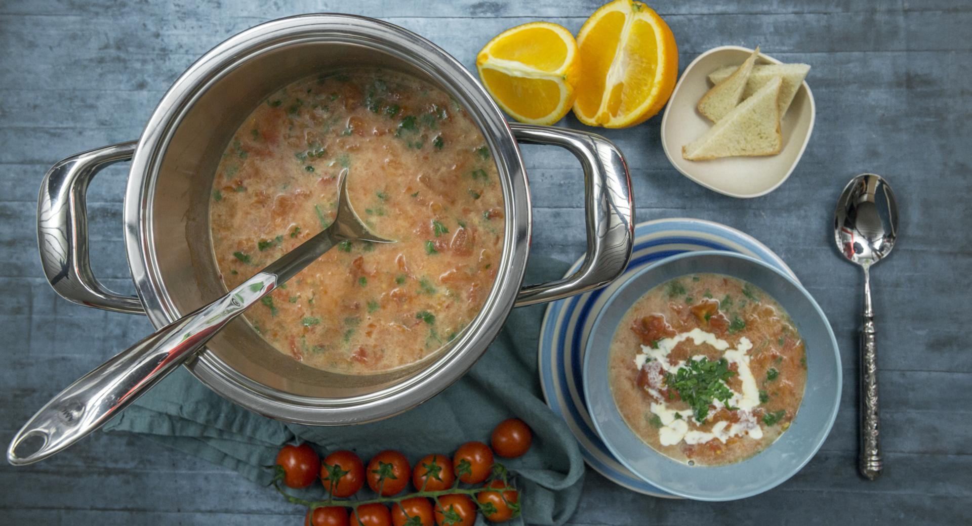 Zuppa di pomodori all'arancia