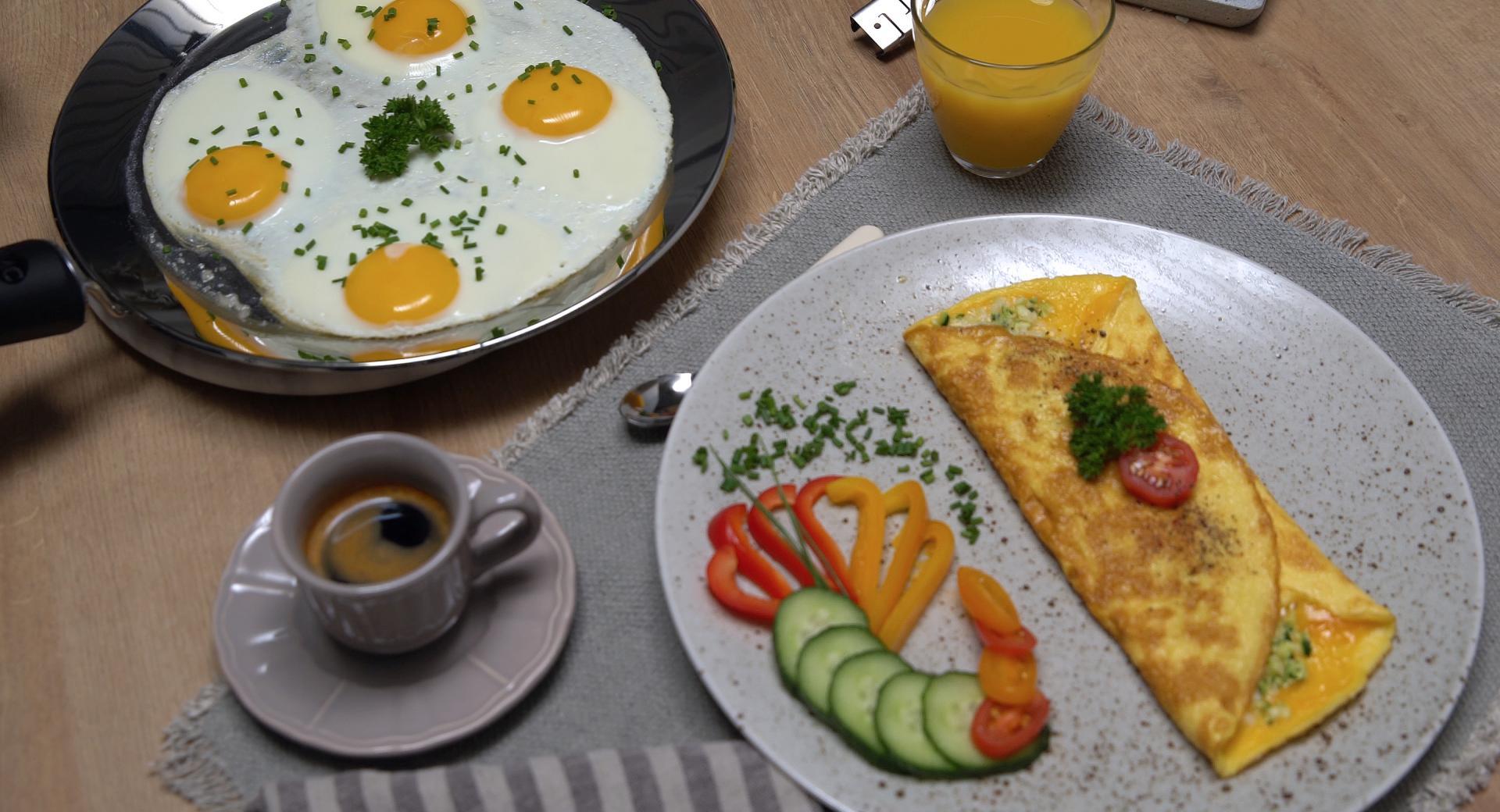 Omelette e uova all'occhio di bue