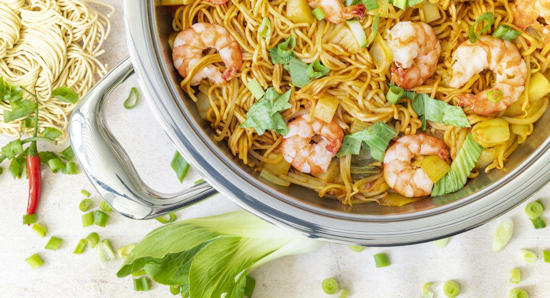 Spaghetti con gamberetti e cavolo cinese