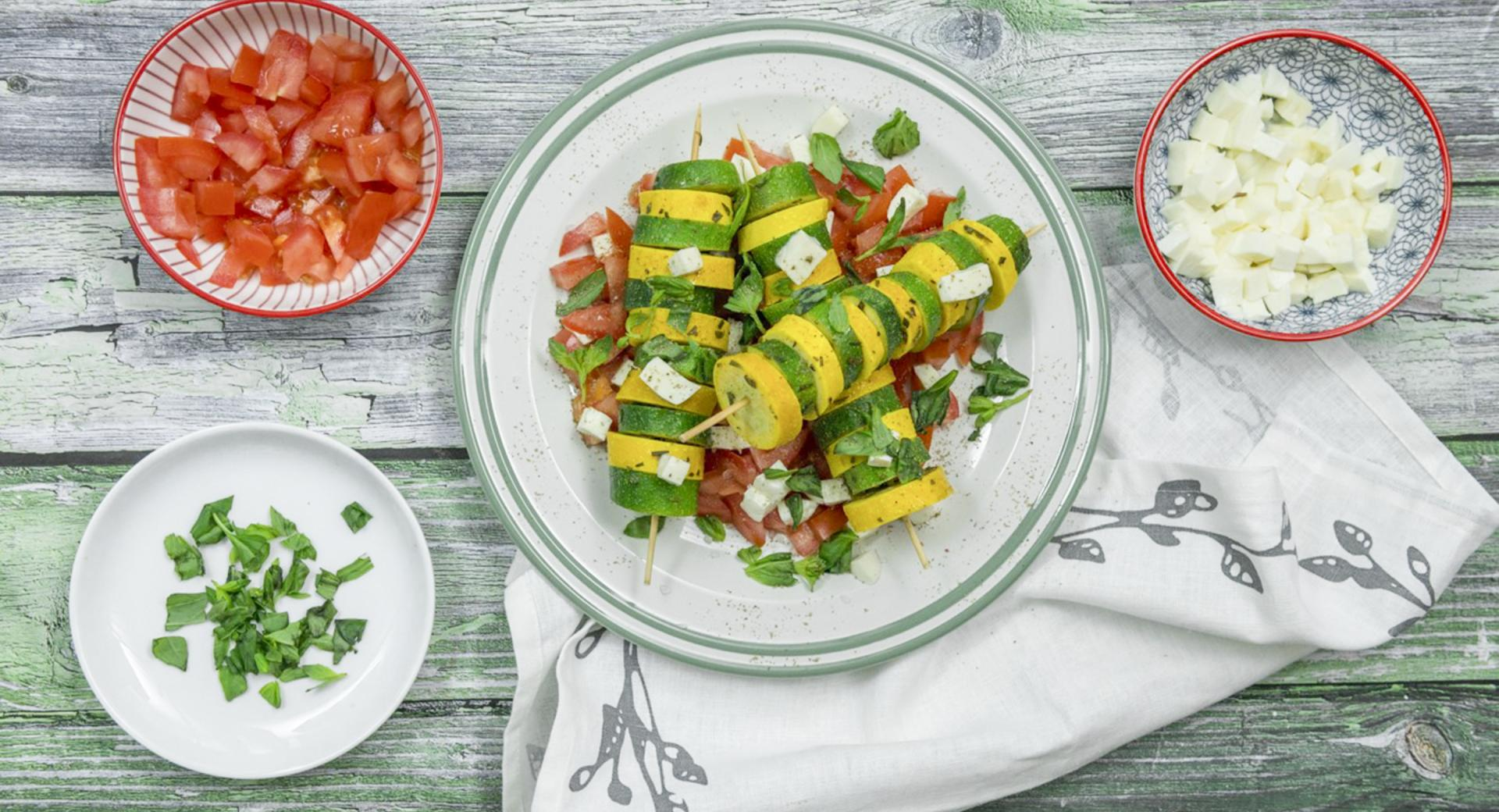 Spiedini di zucchine colorati