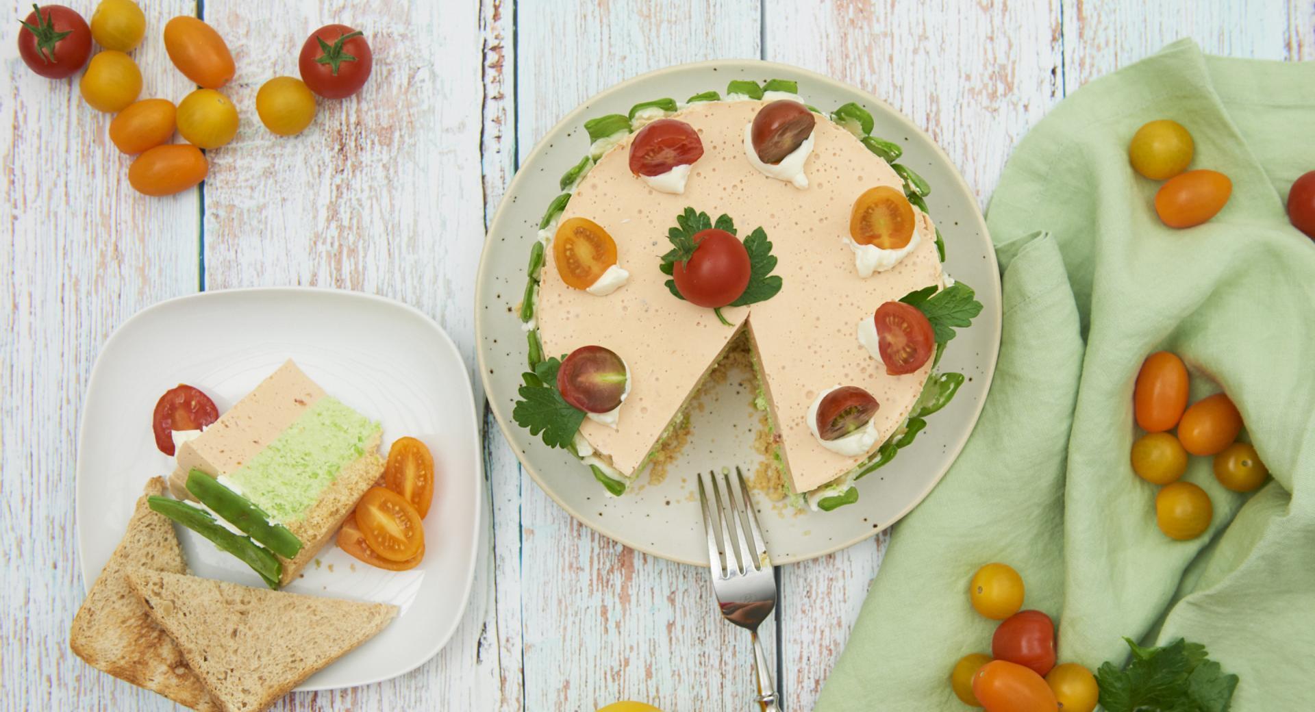 Torta di formaggio cremoso e verdure con base croccante