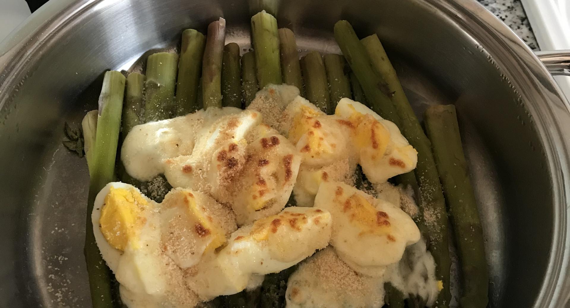 Asparagi gratinati con uova sode