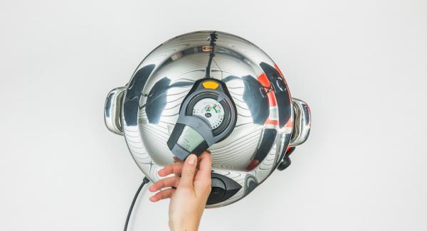 """Appena viene raggiunta la prima finestra """"turbo"""", Audiotherm emette un segnale acustico.Spegnere il segnale acustico con il tasto destro o sinistro e impostare Navigenio a livello 2 o ridurre il calore del fornello alivello basso."""