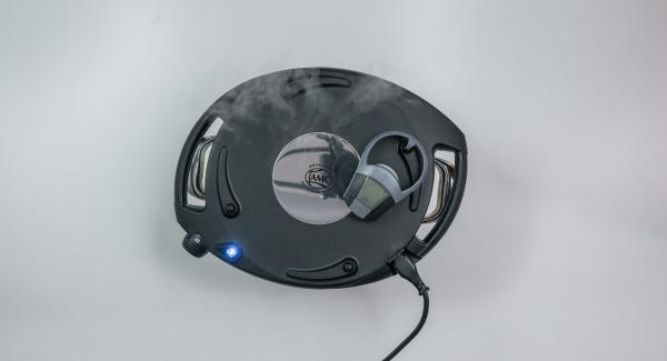 Non appena la spia di Navigenio lampeggia alternativamente di rosso/blu, inserire su Audiotherm un tempo di cottura di ca. 3minuti con il tasto destro. Quando la spia di Navigenio inizia a lampeggiare di blu, Neavigenio e Audiotherm sono collegati.