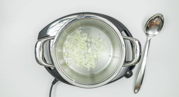 """<span><span lang=""""IT""""><span>Preparare gli ingredienti secondo la ricetta. Mettere all'interno dell'Unità di cottura a freddo gli eventuali ingredienti che si desidera rosolare. </span></span></span>"""