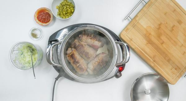 """Preparare gli ingredienti secondo la ricetta. Posizionare l'Unità di cottura su Navigenio e rosolare la carne a porzioni secondo la ricetta (<a href=""""https://www.cucinareconamc.info/kochen/arrostire-senza-aggiunta-di-grassi"""">Arrostire senza aggiunta di grassi</a>)."""