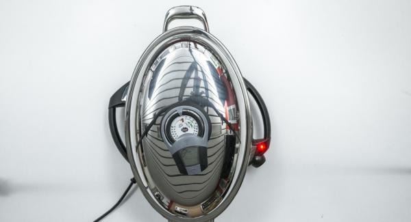 Al suono di Audiotherm, abbassare Navigenio a livello 2, adagiare l'arrosto all'interno dell'Unità di cottura e premere leggermente.