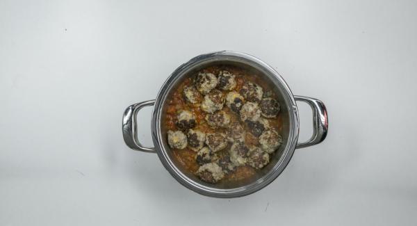 Rimuovere Secuquick, condire la salsa e servire.