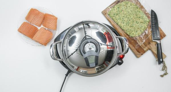 Al suono di Audiotherm, abbassare Navigenio a livello 2 e rosolare i filetti di salmone.