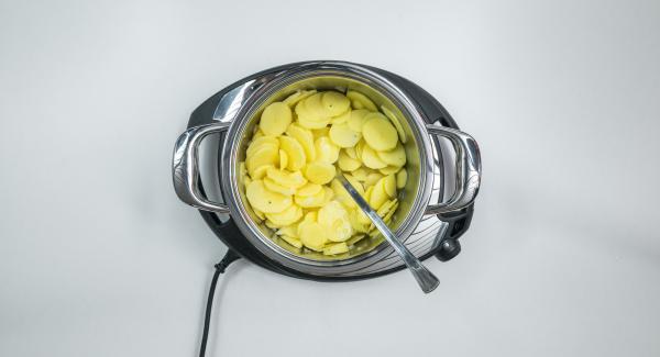 Posizionare entrambe nell'Unità di cottura 20 cm 3,0 l e unire brodo, aceto e pepe.