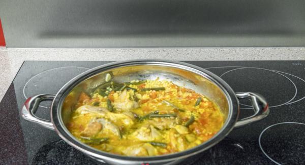 Irrorare con olio extravergine di oliva e insaporire con sale e pepe.