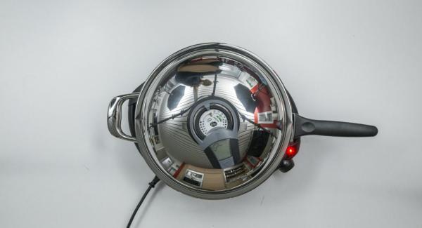 Al suono di Audiotherm, abbassare Navigenio a livello 2, versare all'interno dell'Unità 1/6 dell'impasto e coprire con il coperchio.