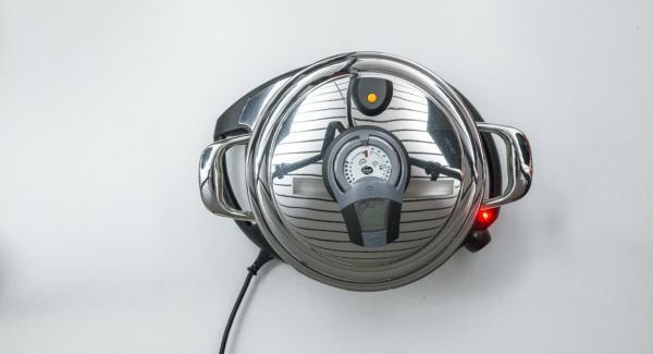 Al suono di Audiotherm, abbassare Navigenio a livello 2 e salare gli scalogni.