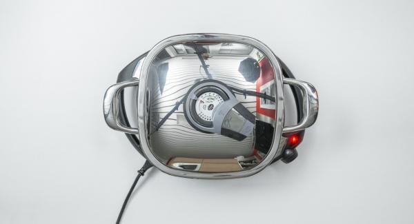 Al suono di Audiotherm, impostare Navigenio a livello 2, inserire gli spiedini all'interno dell'Unità Arondo e cuocerli per ca. 10 minuti, girandoli di tanto in tanto.