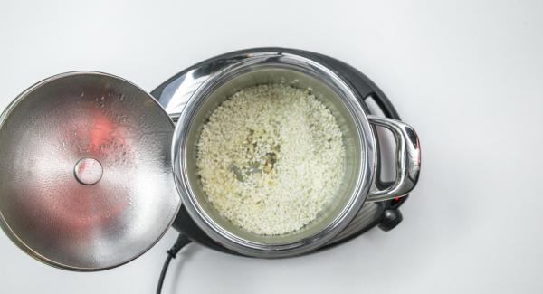 Al suono di Audiotherm, abbassare Navigenio a livello 2, aggiungere il riso e proseguire la cottura.