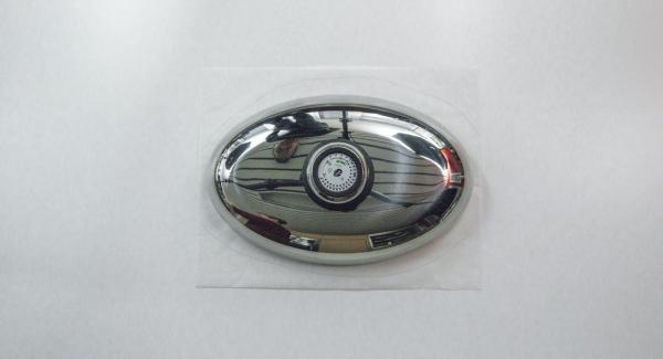 Coprire l'Unità Ovale 38 cm 3,5 l con carta da forno facendola sporgere leggermente lungo i bordi.