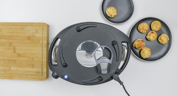 Posizionare l'Unità di cottura nel suo coperchio capovolto e coprirla con Navigenio rivolto verso il basso, impostato a livello I. Mentre la spia lampeggia, inserire un tempo di 10 minuti su Audiotherm e cuocere al forno fino a ottenere la doratura desiderata.