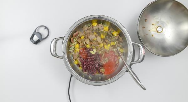 """Sgocciolare i fagioli e inserirli all'interno dell'Unità insieme allo zenzero, al ketchup e alla passata di pomodoro. Impostare il fornello a calore alto e con l'ausilio di Audiotherm riscaldare fino alla finestra """"verdura"""". Al suono di Audiotherm, abbassare il calore e completare la cottura per ca. 5 minuti."""
