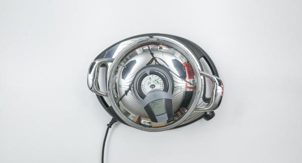 Al suono di Audiotherm, abbassare Navigenio a livello 2 e rosolare la cipolla.