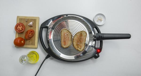 Condire con sale e olio extravergine d'oliva.