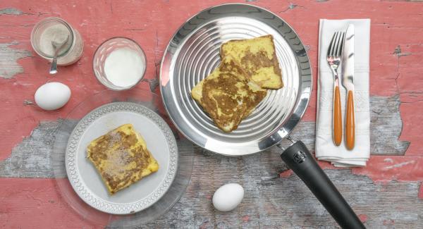 Cospargere il pancarrè con lo zucchero aromatizzato alla cannella e servire.