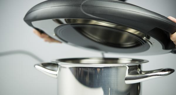 Coprire con Navigenio rivolto verso il basso, impostato a livello II. Mentre la spia lampeggia, inserire un tempo di 6 minuti su Audiotherm e gratinare fino ad ottenere la croccantezza desiderata.