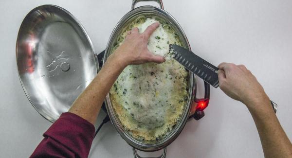 Al suono di Audiotherm, rimuovere con cautela la crosta di sale, sfilettare il pesce e servire condito con un filo di olio di oliva.