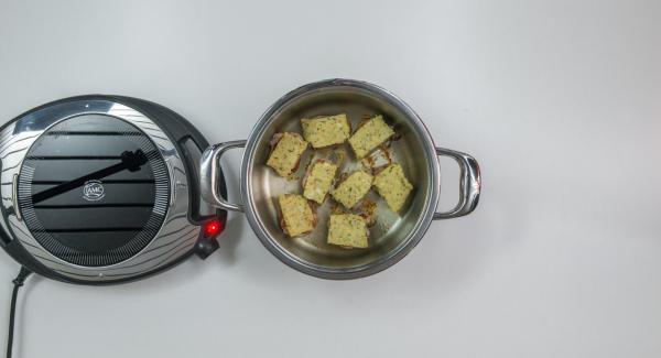 Cuocere il secondo lato nuovamente fino a 90°C e distribuirvi sopra il composto per la crosta. Posizionare l'Unità di cottura nel suo coperchio capovolto.