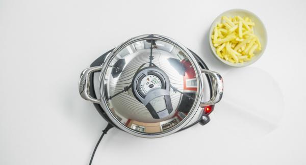 Al suono di Audiotherm,spegnere Navigenio, posizionare la carta da forno all'interno dell'Unità e adagiarvi le patatine surgelate.