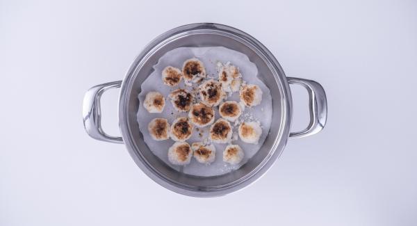 Al suono di Audiotherm, estrarre i biscotti dall'Unità di cottura e ricoprirli con il cioccolato fuso. Lasciar asciugare per qualche minuto il cioccolato e servire.