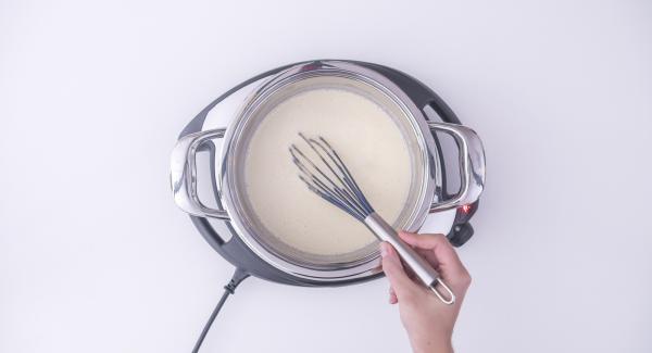 Aggiungere al composto di uova e zucchero l'altra metà della scorza di limone, in modo da renderlo più fluido. Quindi unirlo al latte appena riscaldato.