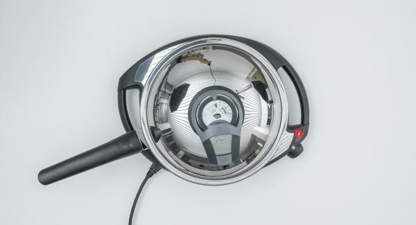 Al suono di Audiotherm, abbassare Navigenio a livello 2 e adagiare metà dei gamberi nell'olio bollente.