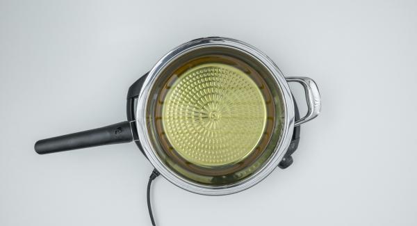 """Versare l'olio nella Padella, coprire con il coperchio, e posizionare su Navigenio impostarlo a livello 6. Accendere Audiotherm, applicarlo su Visiotherm e ruotarlo finchè compare il simbolo """"carne""""."""