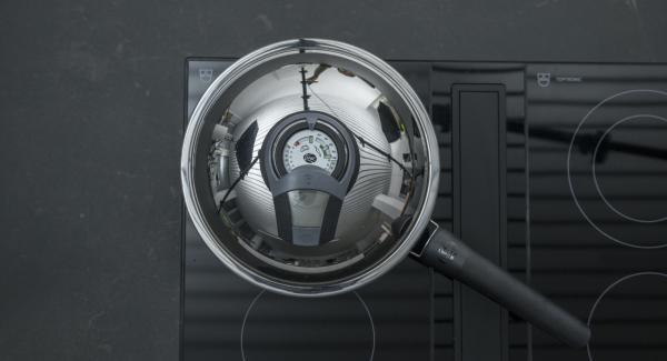 """Posizionare Arcobaleno Prestige sul fornello regolare a calore alto. Accendere Audiotherm, applicarlo su Visiotherm e ruotarlo finchè non compare il simbolo """"carne""""."""