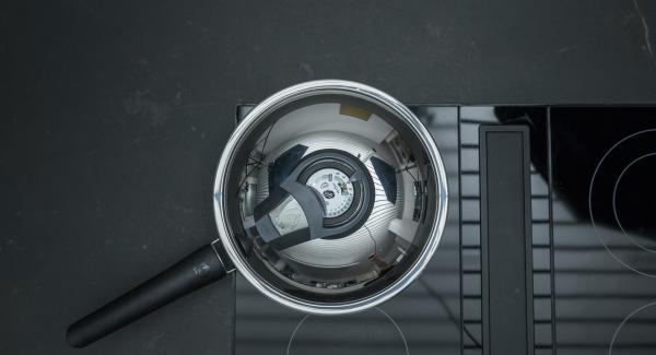 Al suono di Audiotherm, abbassare il calore e proseguire la cottura.