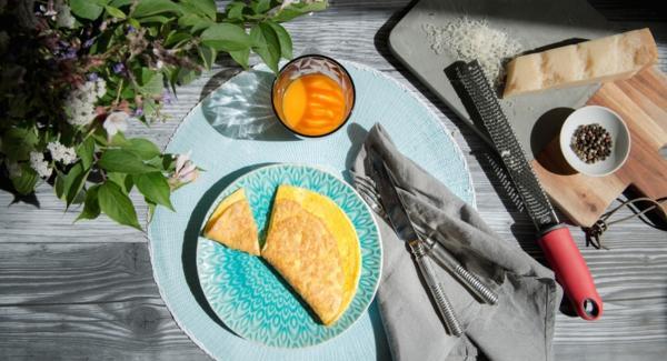 Versare il composto di uova e cuocerlo finché non si raggiunge il livello di cottura desiderato.