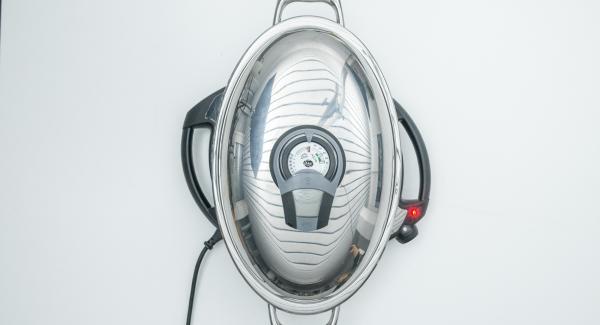 Al suono di Audiotherm, abbassare Navigenio a livello 4 e adagiare all'interno dell'Unità Ovale Grill il pollo con il petto rivolto verso il basso.