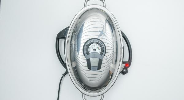 Riposizionare Audiotherm sulla finestra carne e grigliare fino al raggiungimento del punto di girata a 90°C. Al suono di Audiotherm, girare il pollo e aggiungere le patate e le pannocchie.