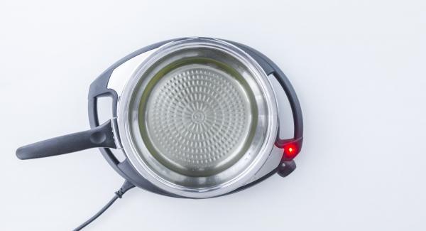 """Versare l'olio nella Padella Arcobaleno. Posizionare la Padella su Navigenio impostato a livello 6. Accendere Audiotherm, applicarlo su Visiotherm e ruotarlo finchè compare il simbolo """"carne""""."""