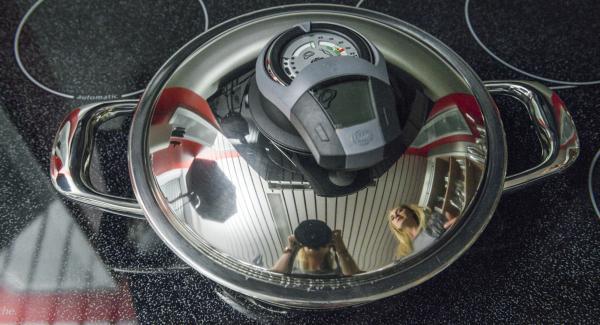 Al raggiungimento del punto di girata 90° girare e condire la carne, rimettere il coperchio e spegnere il fuoco. Se gradito, speziare con AMC Puro o AMC Intenso.