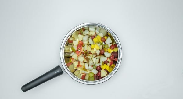 Distribuire la frutta in Arcobaleno Prestige e aggiungere il succo di limone.
