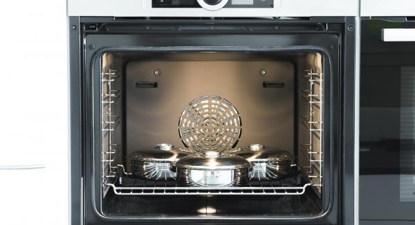 Collocare NonSoloForno sul ripiano più basso del forno preriscaldato e cuocere per ca. 35 minuti.