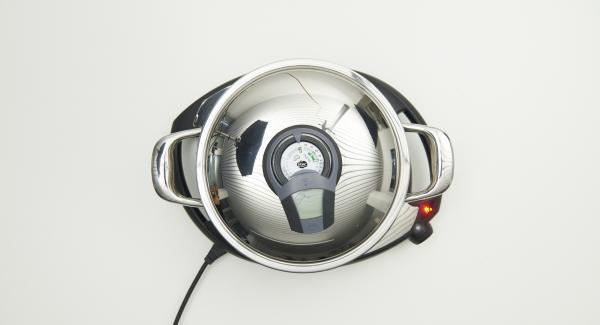 """Al suono di Audiotherm, abbassare al livello 2 e continuare a cuocere fino a raggiungere il """"punto di girata"""" a 90 °C."""