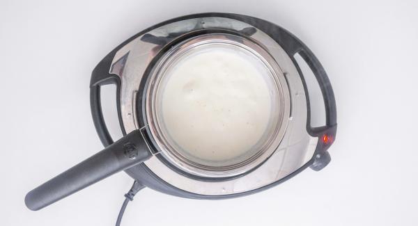 Spegnere Navigenio e aggiungere il formaggio mescolando continuamente. Aggiustare di sale.