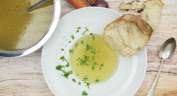 Utilizzarlo come indicato nella ricetta prescelta, altrimenti farlo raffreddare completamente e congelarlo in porzioni.
